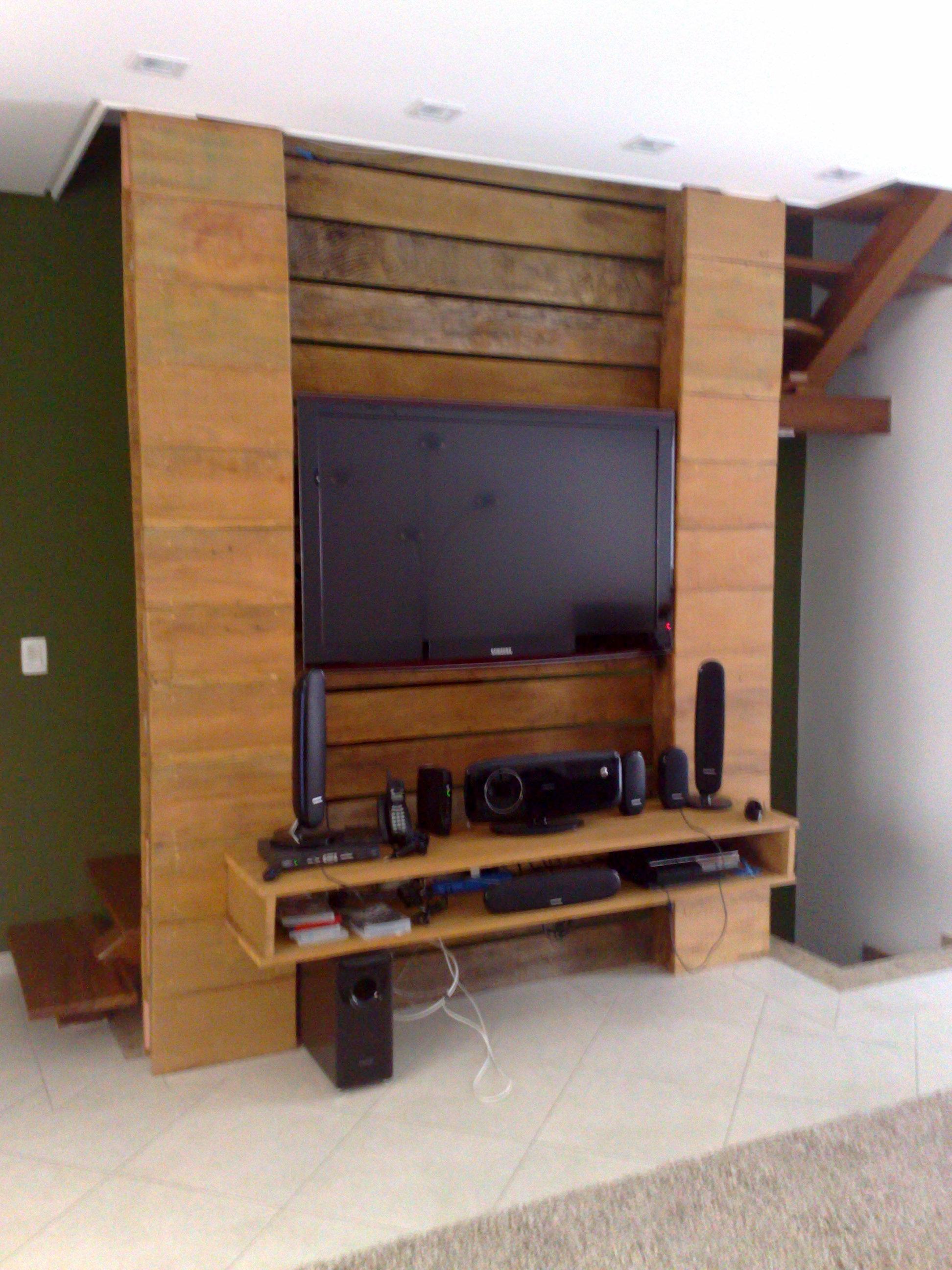 Sala projetada com madeira de demolição – Decoração e  #90653B 1944x2592