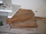 degrau de escada em madeira de demolicao