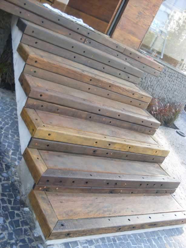 escada jardim madeira:escada em cruzetas de madeira