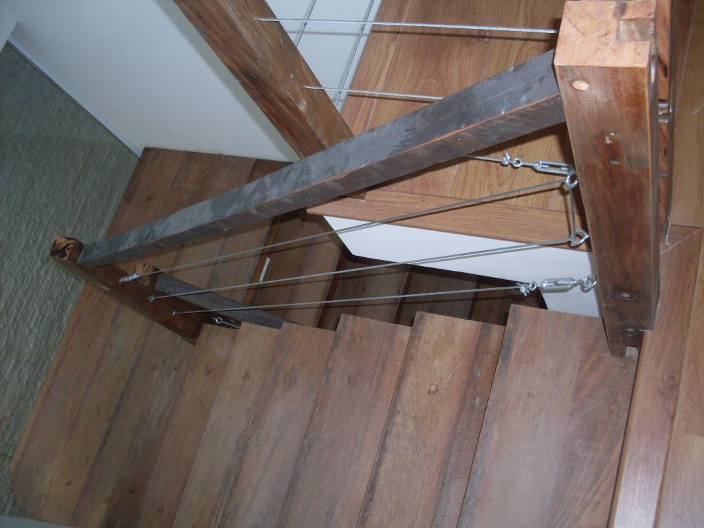 madeira de demolição e cruzetas de madeira escada em madeira de #7F5D4C 1024x768
