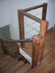 escada revestida com madeira de demolicao