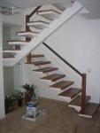 escada revestida em madeira de demolicao