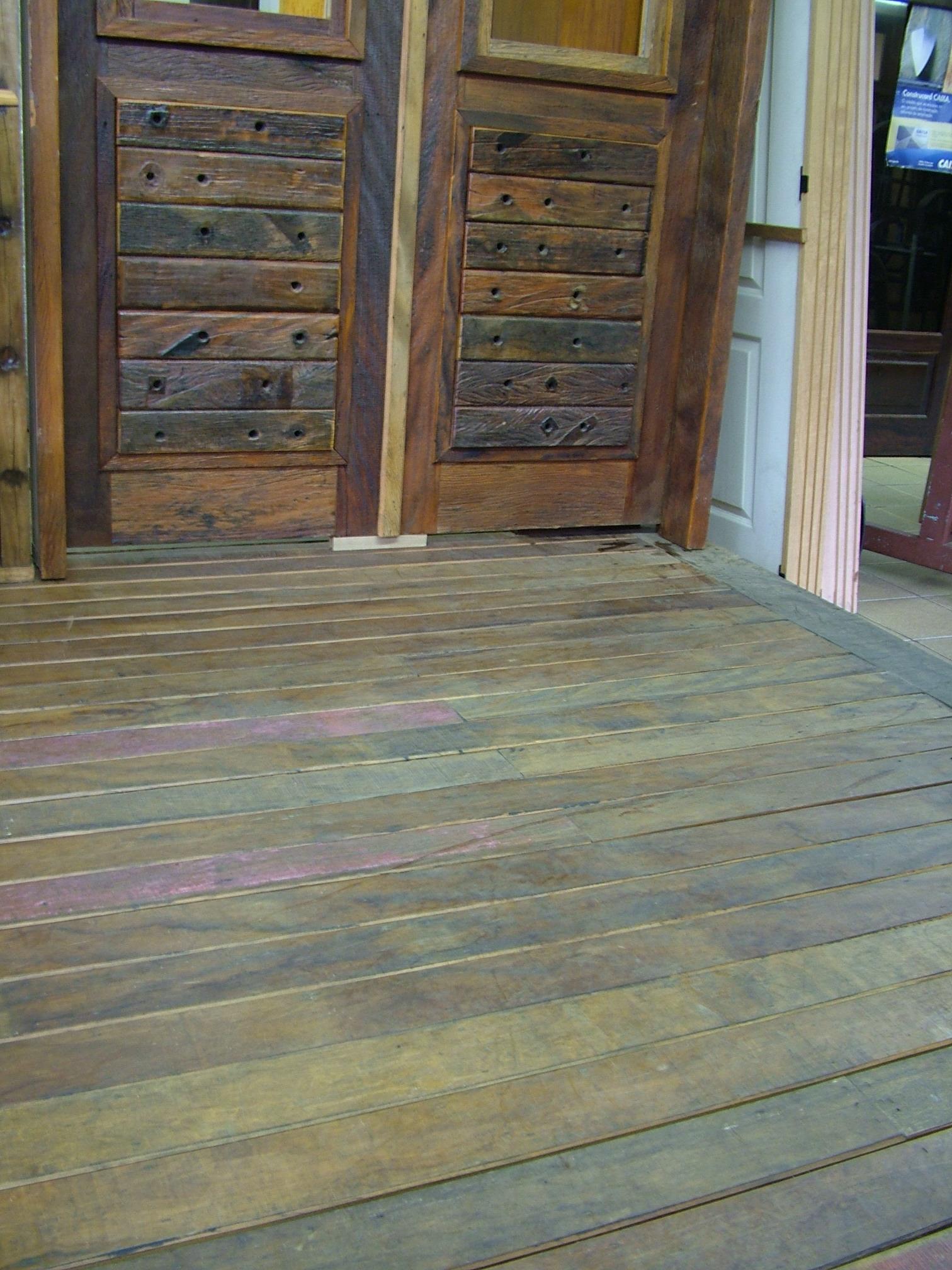 #486683  Porta de entrada em madeira de demolição e cruzetas de madeira 468 Janelas Duplas Em Madeira