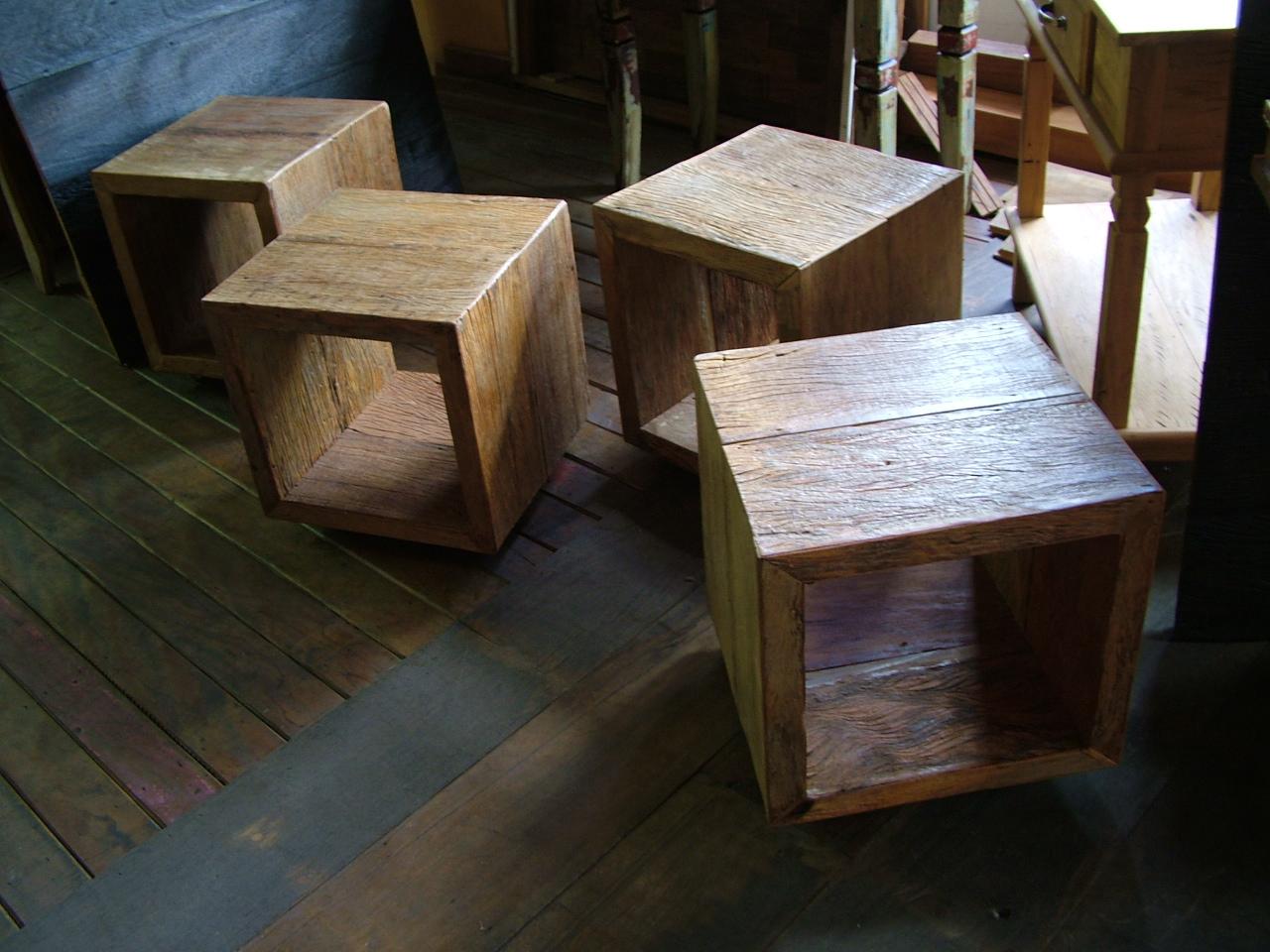 rústicos móveis em madeira de demolição cubos em madeira de  #45637B 1280x960