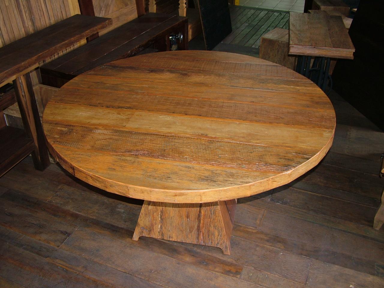 em madeira de demolição projetada com um tampo redondo de 1 50m de  #B56416 1280x960