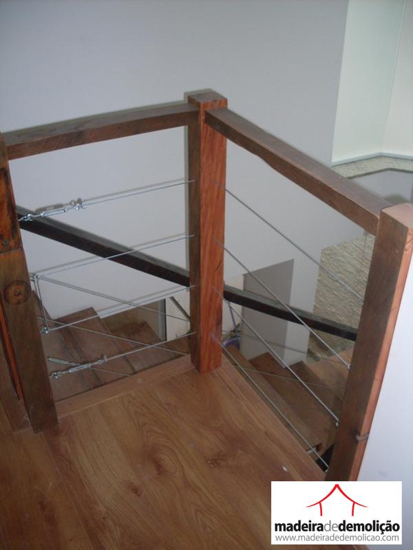 escada de madeira para jardim