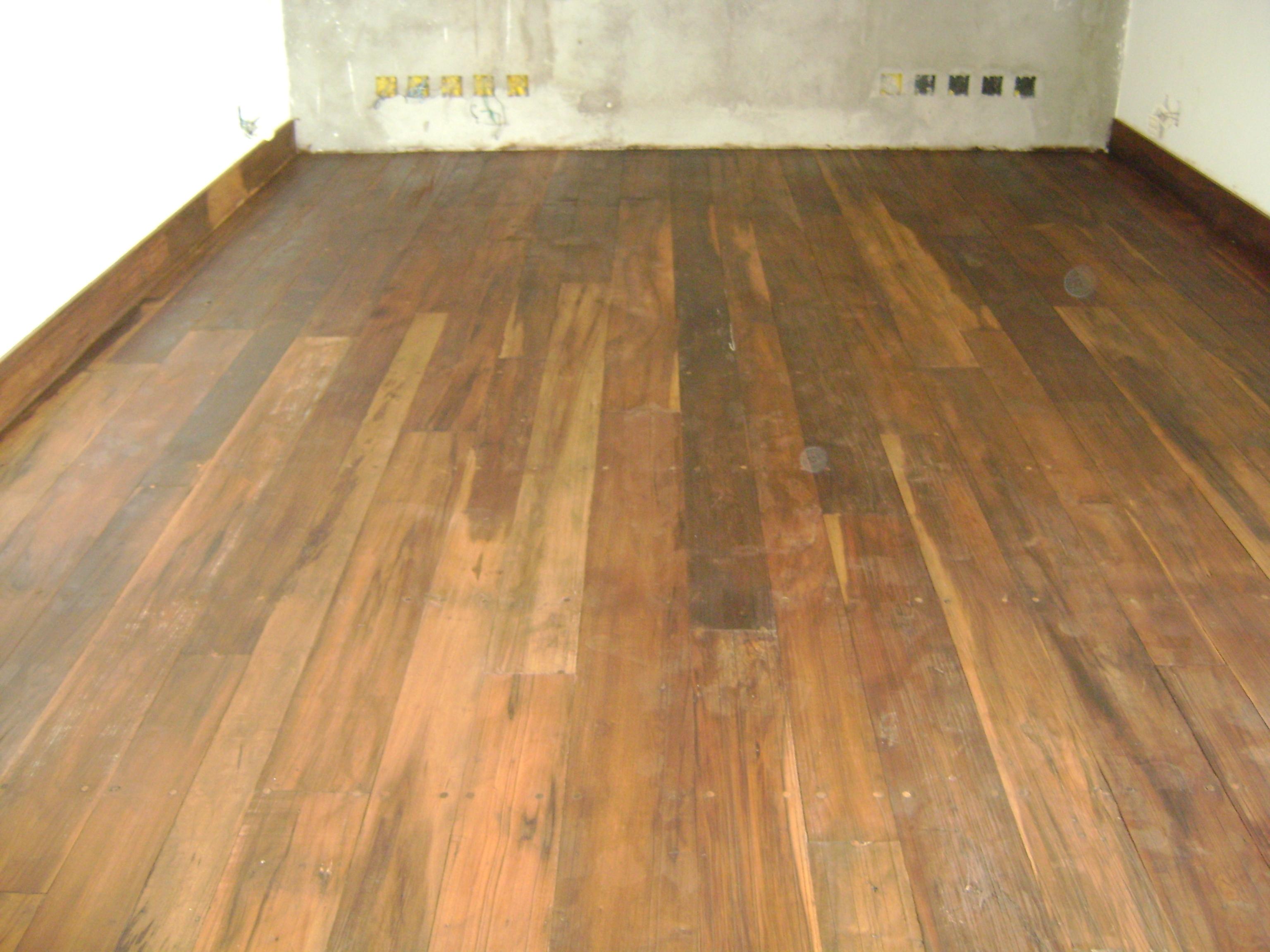 Pisos em madeira de demoli o peroba rosa deck e for Pisos para garage rusticos