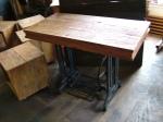 tampo em madeira de demolicao - sobre maquina costura