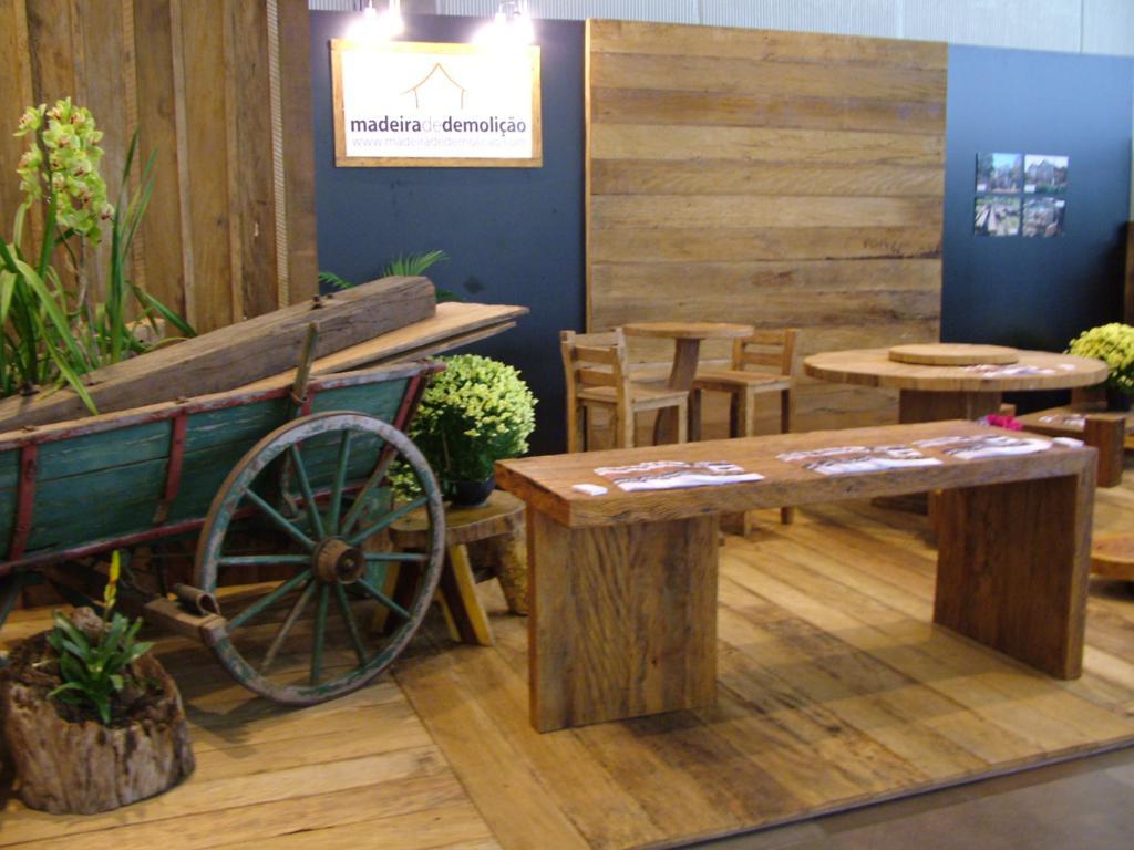 Mesa em madeira de demolicao Madeira de Demolição #977A34 1024x768