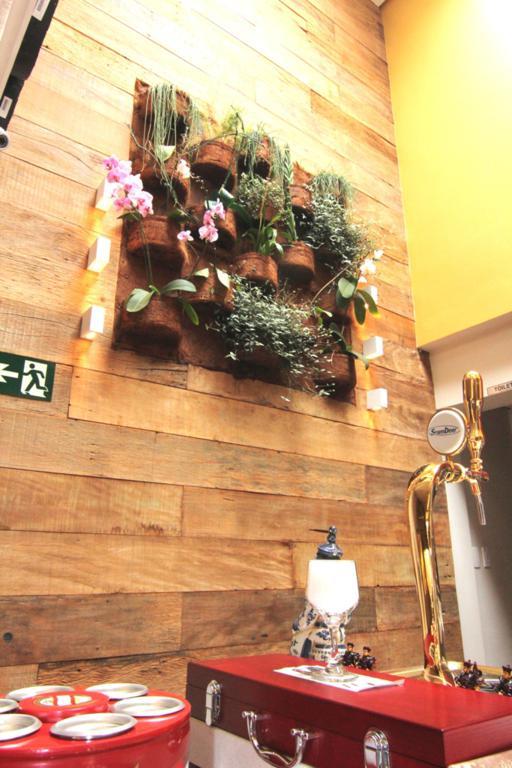 escada jardim madeira : escada jardim madeira:jardim vertical de madeira de demolicao
